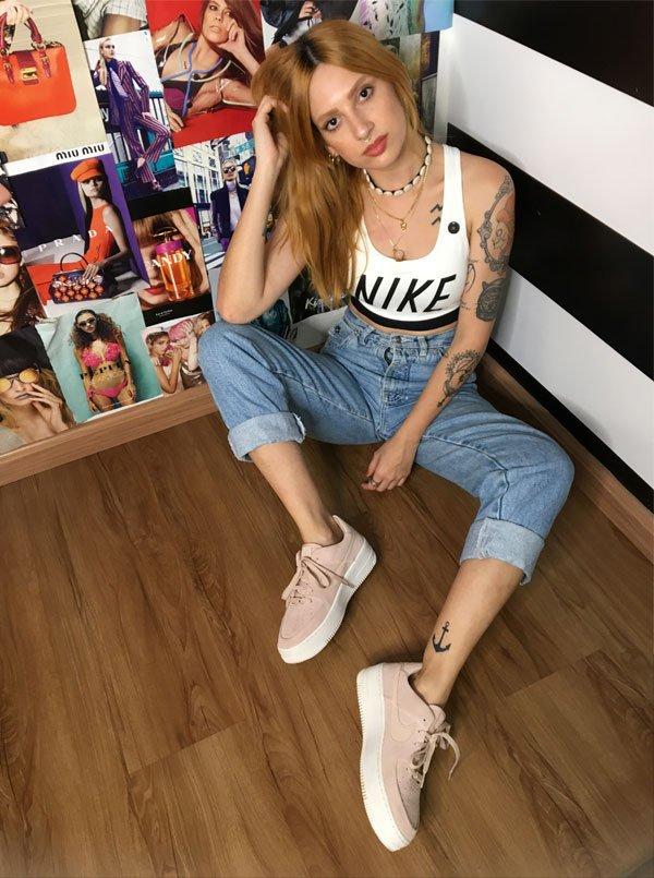 Aline Santos - top-nike-calça-jeans-tenis - cropped top - meia estação - street style