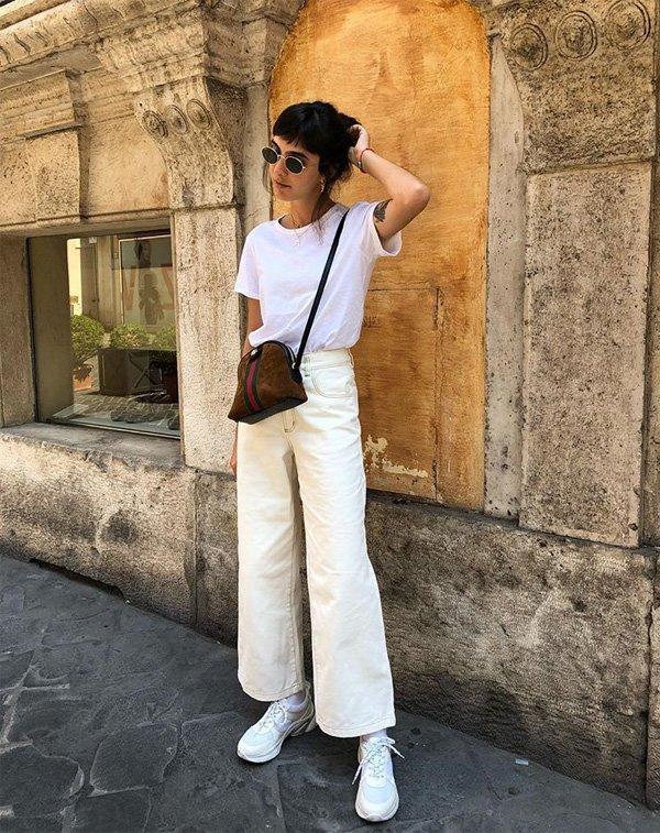 Angelica Bucci - camiseta-branca-calça-branca-tenis-bolsa-marrom - t-shirt - verão - street style