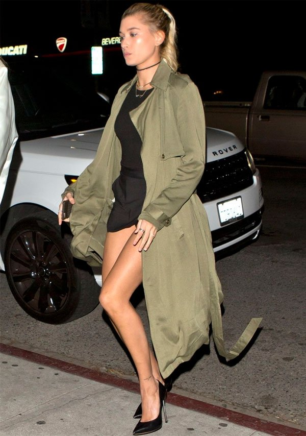 hailey  - baldwn - vestido - trench - look