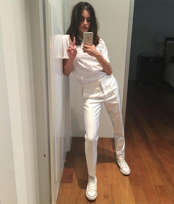 Mariana Adjuto - camiseta-branca-calça-branca-tenis-branco - t-shirt - verão - street style