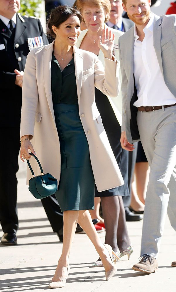 Meghan Markle - trench-coat - trench-coat - inverno - Universidade de Chichester Park