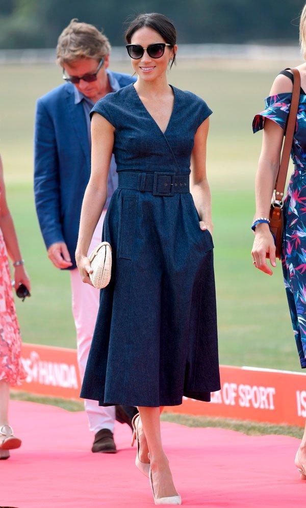 Meghan Markle - vestido-midi-azul - midi - verão - street-style