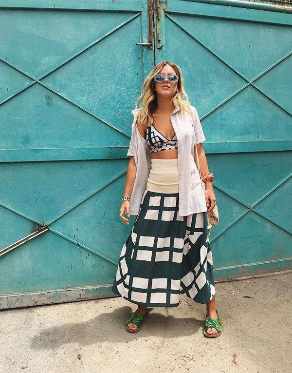 Nathália Medeiros  - camisa-top-biquini-saia-sapato - biquini - verão - street style