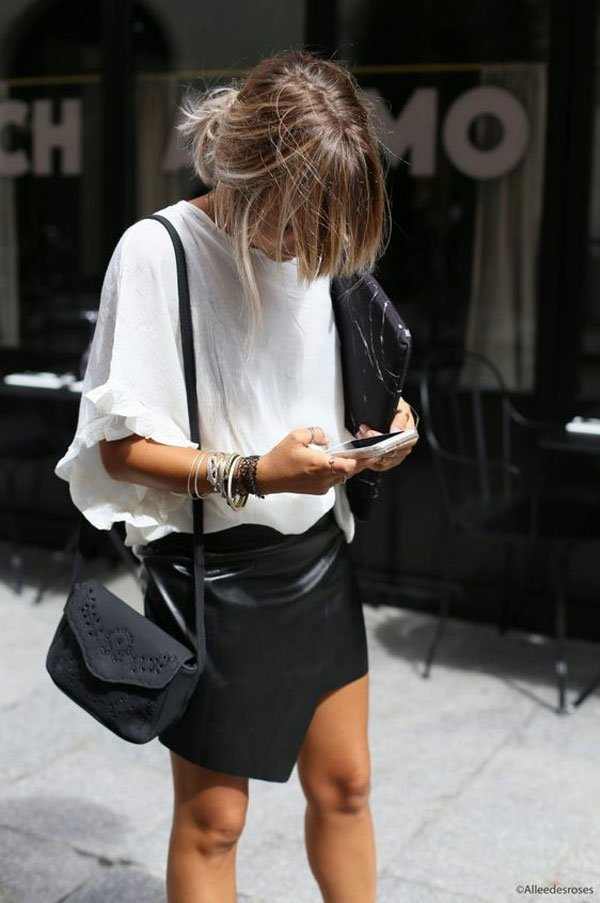 it-girl - saia-couro-blusa-branca-babado - saia-couro - verão - street style