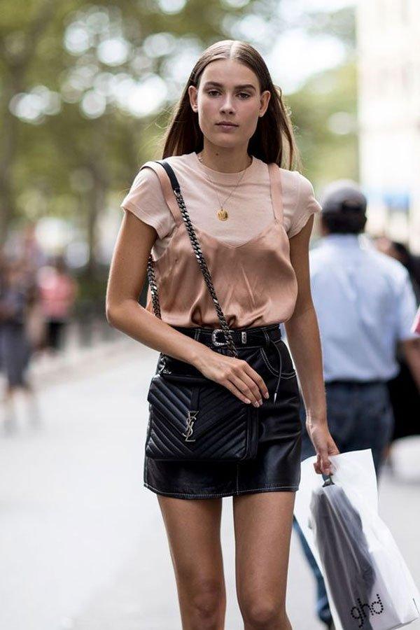 it-girl - saia-couro-t-shirt-rosa-slipdress - saia-couro - verão - street style