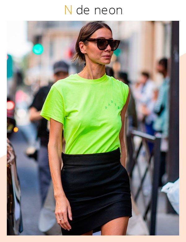 Julie Pelipas - camiseta-neon - neon - verão - street-style