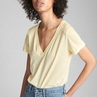 Camiseta feminina adulto básica com gola V