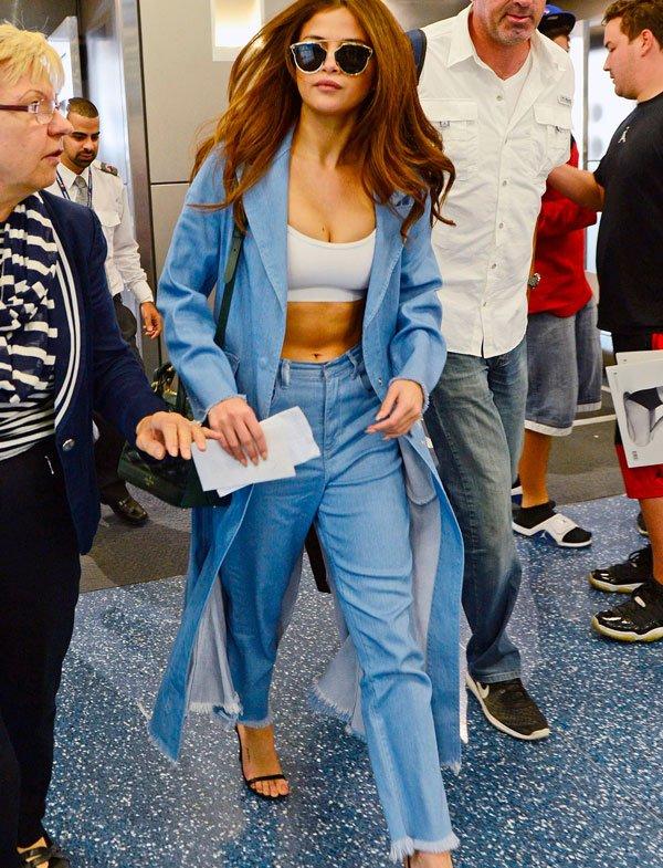 Selena Gomez - top-conjunto-jeans - top-sporty - verão - street-style
