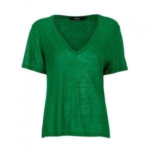 T-Shirt Decote V Amplo