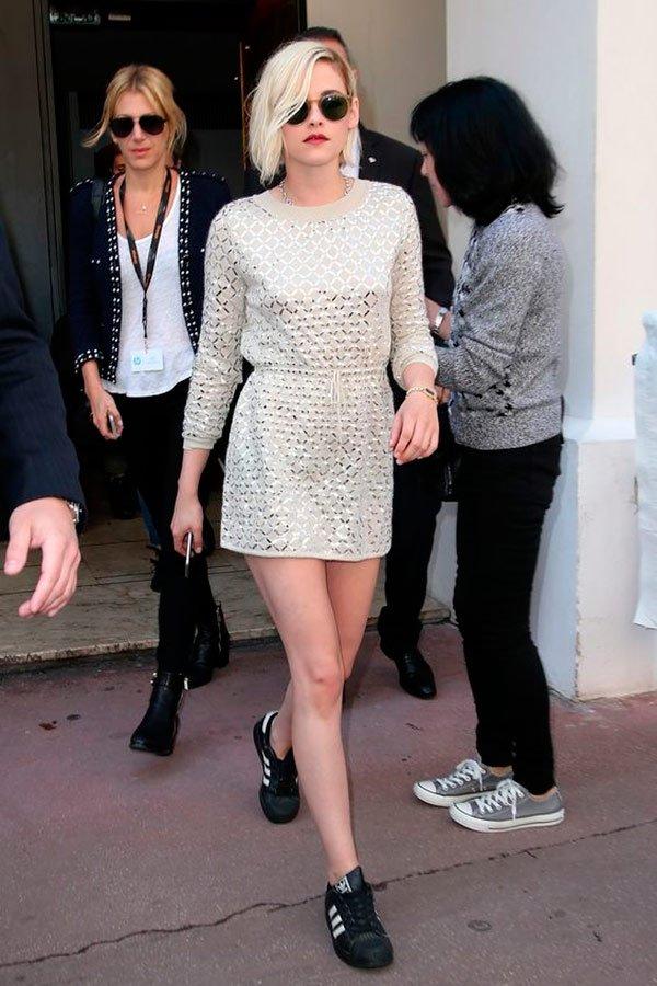 Kristen Stewart - vestido-e-tenis - tênis - verão - street-style