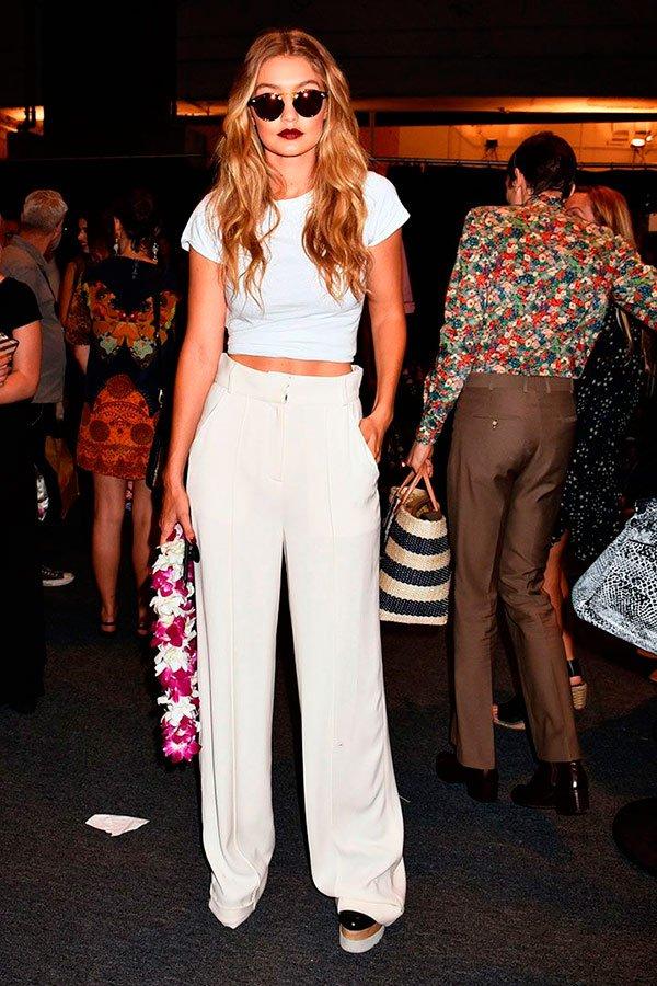 Gigi Hadid - camiseta-branca - t-shirt - verão - street-style
