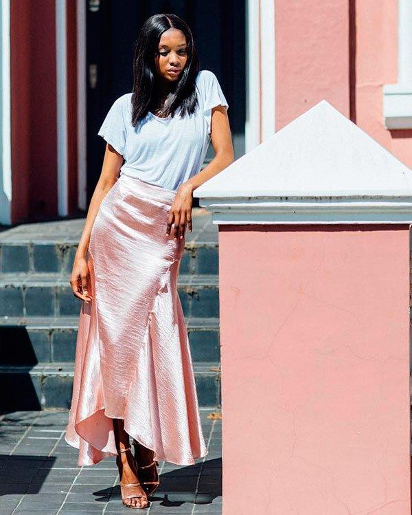 Natasha Ndlovu - camiseta-branca - t-shirt - verão - street-style