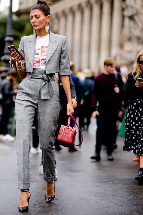 Giovanna Engelbert - T-shirt com terninho - t-shirt - meia-estação - street style