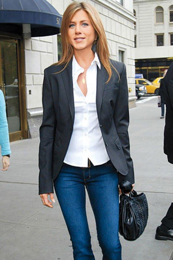 Jennifer Aniston - calça jeans - jeans no office look - meia-estação - street style