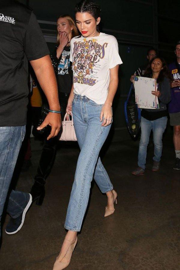 Kendall Jenner - T-shirt com jeans - T-shirt - verão - street style