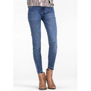 Calça Jeans Skinny De Cintura Média Com Barra De Corte Diagonal