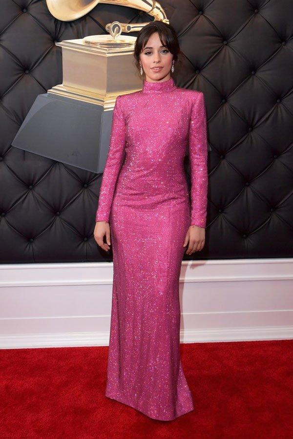 Camila Cabello - Vestido rosa armani - brilho - meia-estação - grammy awards