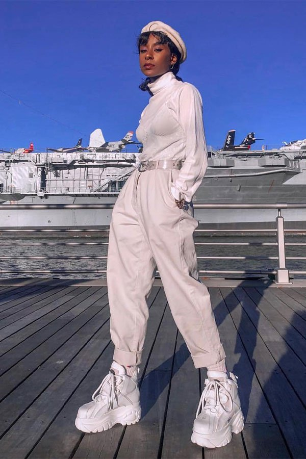 Cierra Nia - look todo branco - dad sneaker - meia-estação - street style