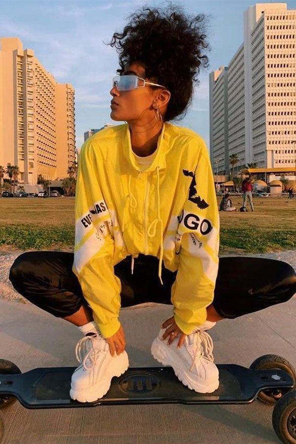 Eden Saban Taltal - moletom amarelo - dad sneaker - meia-estação - street style