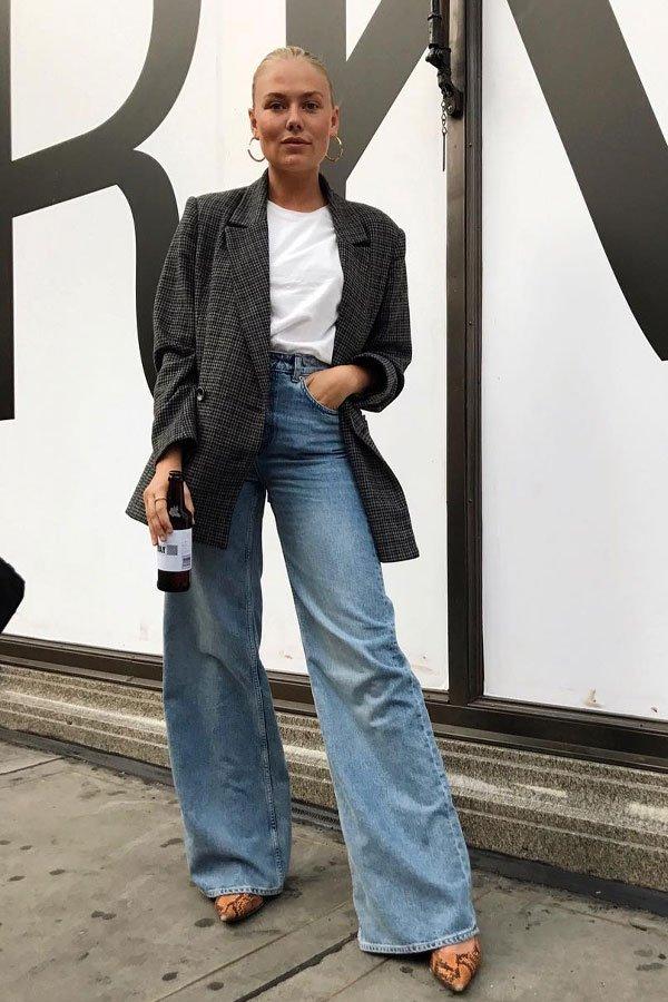Freja Wewer - camiseta e blazer - calça jeans - meia-estação - street style