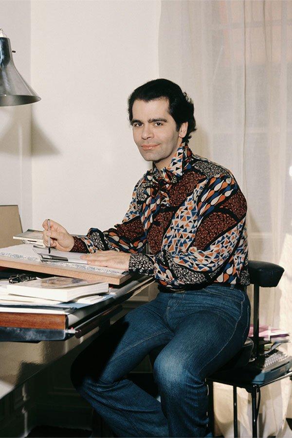 Karl Lagerfeld - camisa e jeans - estilista - 1974 - paris