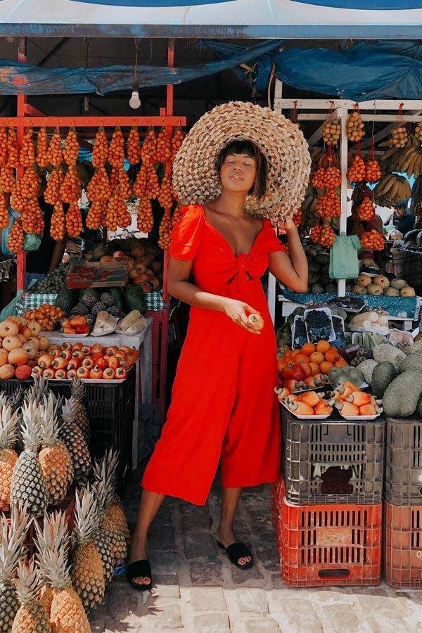 Lari Cunegundes - vestido vermelho - decote quadrado - verão - street style