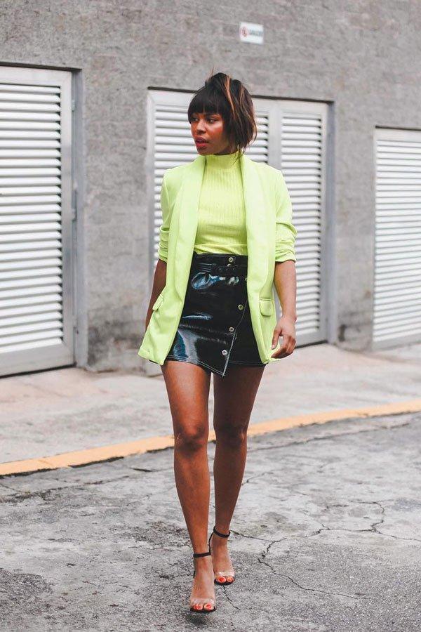 Lari Cunegundes - blazer e blusa neon, saia - green neon - meia-estação - street style