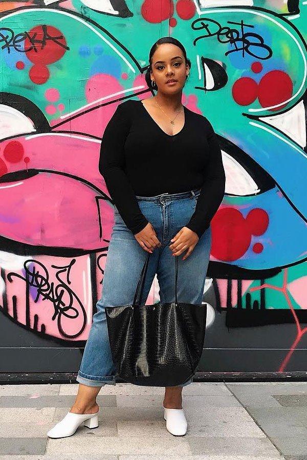 Sophia Tassew - calça jeans com blusa e mule - calça jeans - meia-estação - street style