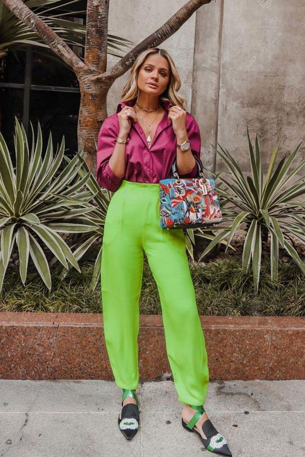 Thássia Naves - calça neon e camisa pink - green neon - meia-estação - street style