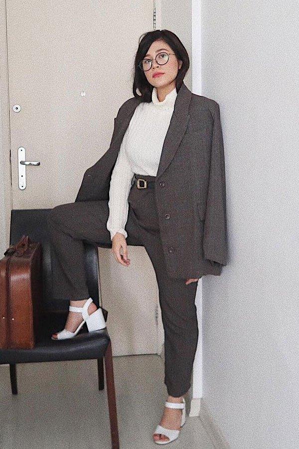 Victoria Yamagata - calça e blazer - terninho - meia-estação - street style