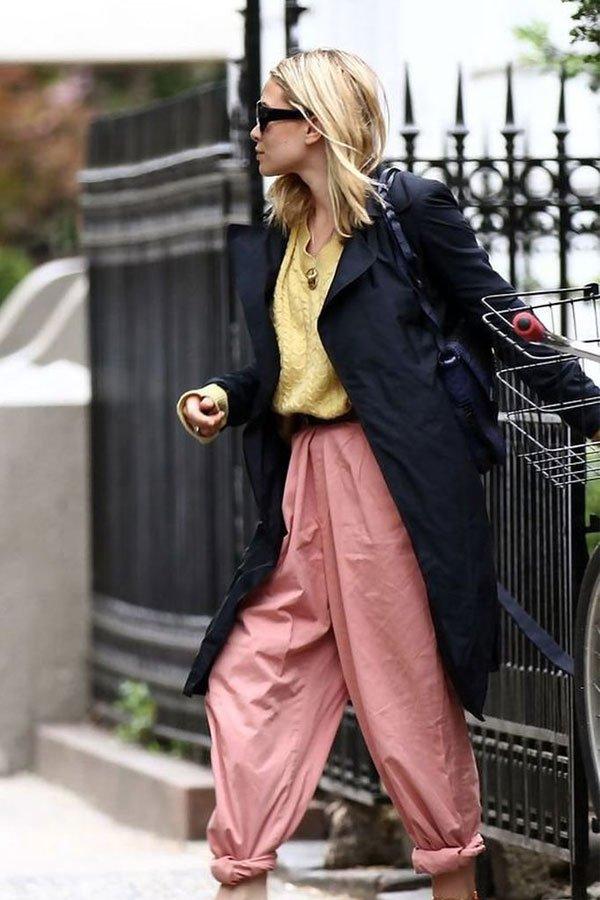 Ashley Olsen - calça, sueter e casaco - olsen  - meia-estação - street style