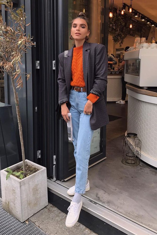 Maria Chervotkina - jeans and blouse - mom jeans - half-season - street style