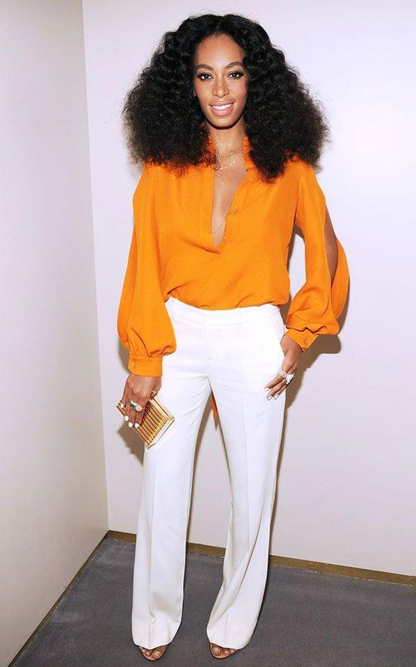 Solange Knowles - calça flare e camisa - camisa de seda - meia-estação - street style