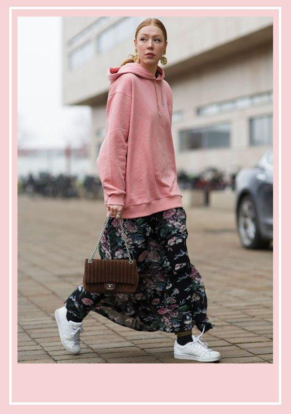 modelo - vestido com moletom - comfy - meia estação - rua