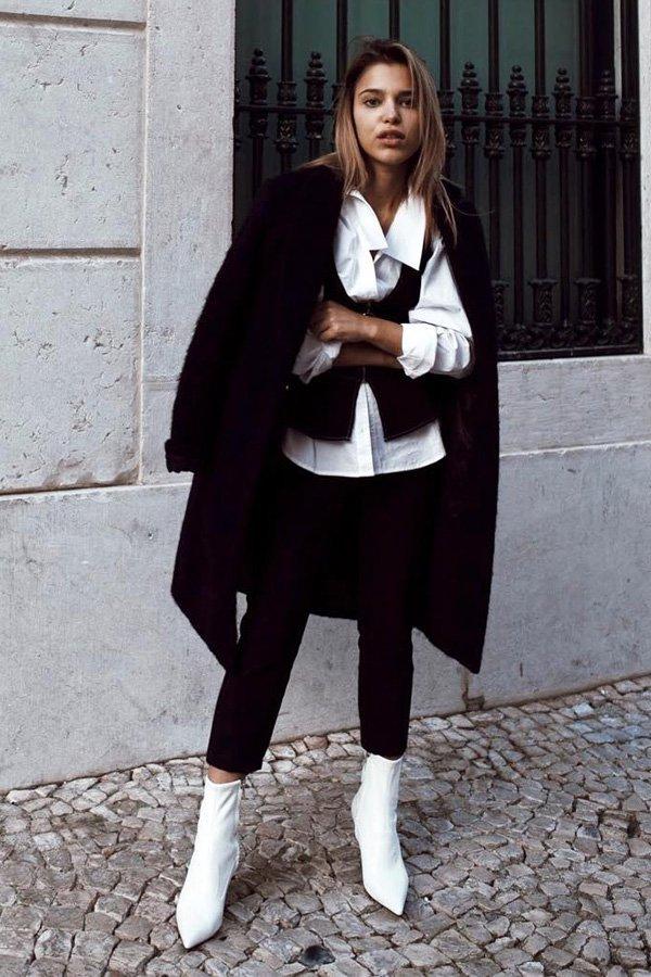 83b1b9e4a180f Catarina Pereira - calça preta de alfaiataria - botas no office - inverno -  street style