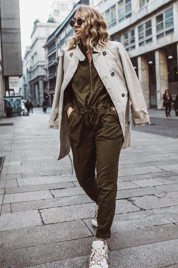 Karin Teigl - macacão e trench coat - macacão - outono - street style