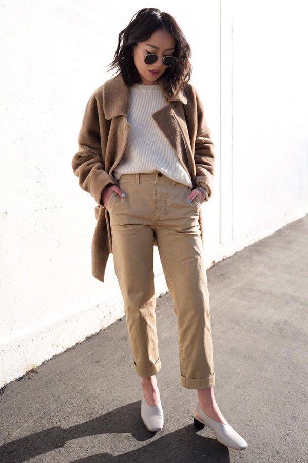 Kate Ogata - calça e sueter - bege - meia-estação - street style