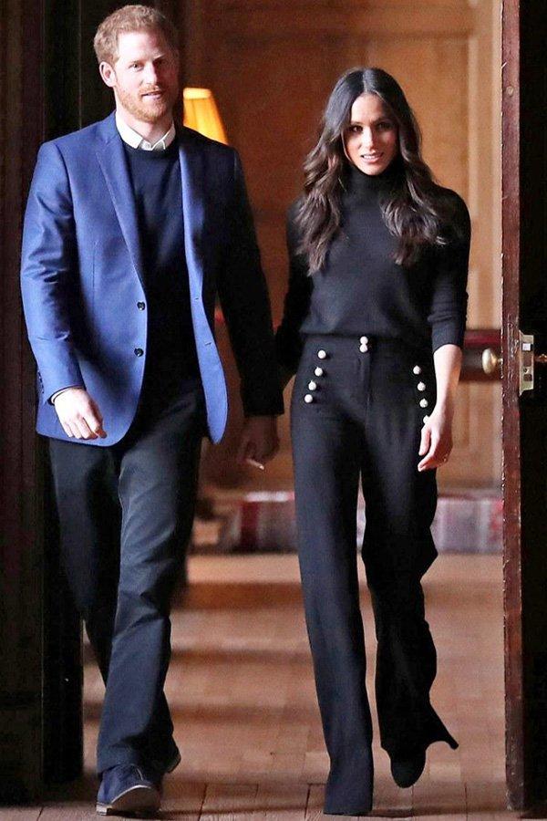 Meghan Markle - calça preta e suéter - looks mais pinados - outono - street style