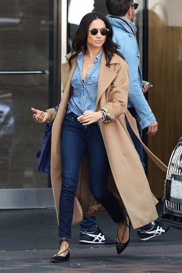 Meghan Markle - jeans e casaco - looks mais pinados - outono - street style