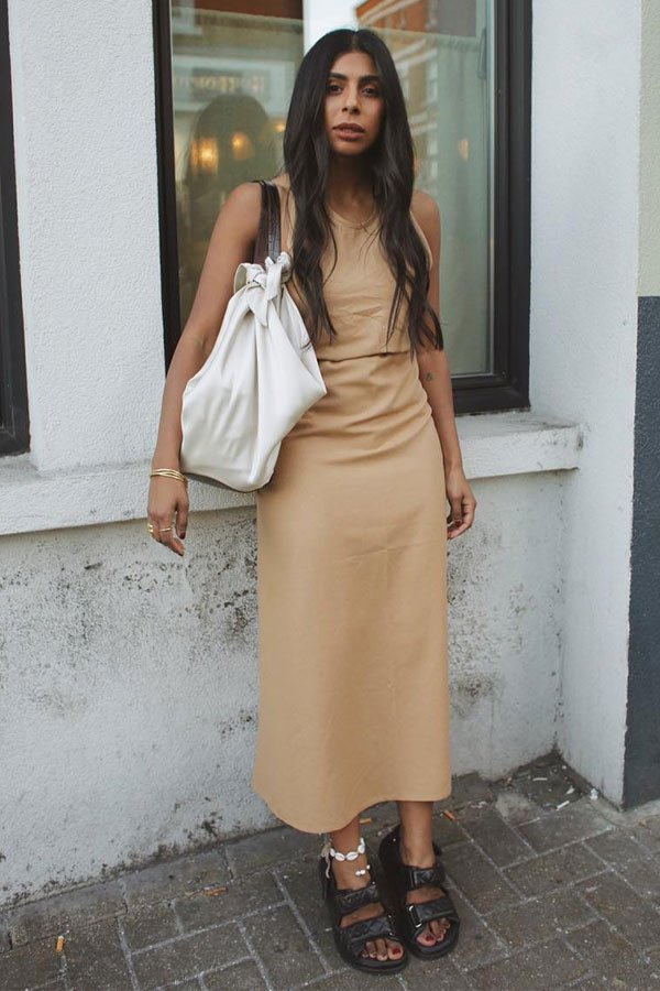 Monikh Dale - vestido bege - bege - meia-estação - street style