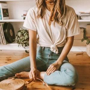 Jeans, camiseta e um up a mais: 5 dicas para o look prático não deixar de ser fashion