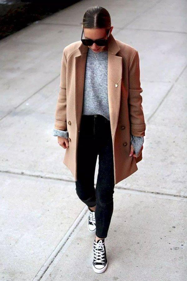 Helena Glazer - suéter, calça jeans e casaco - camel coat - inverno - street style
