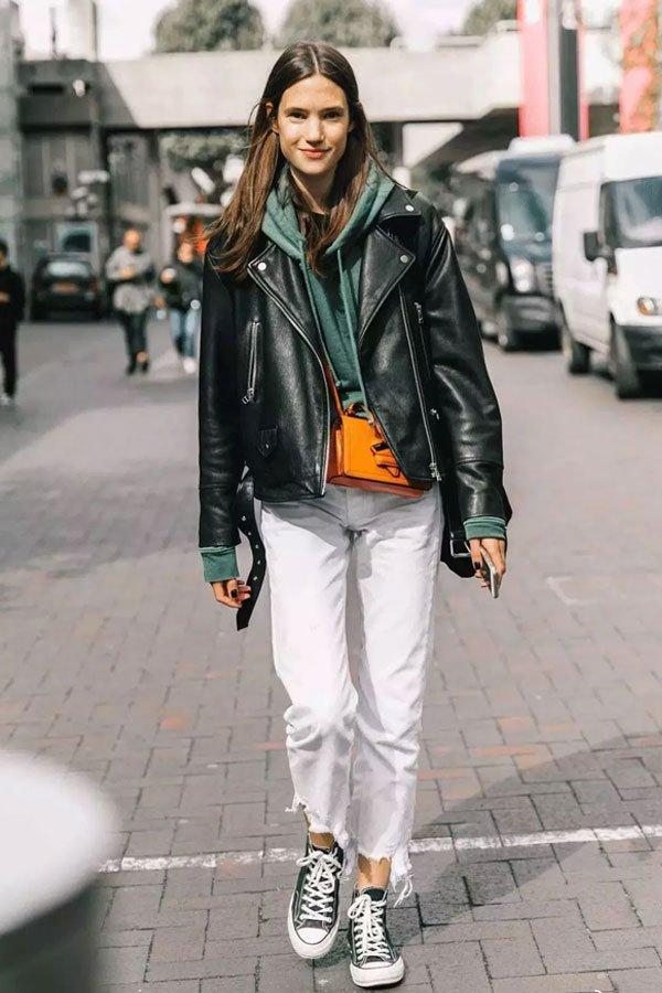 reprodução pinterest - jaqueta de couro - jeans branco - meia-estação - street style