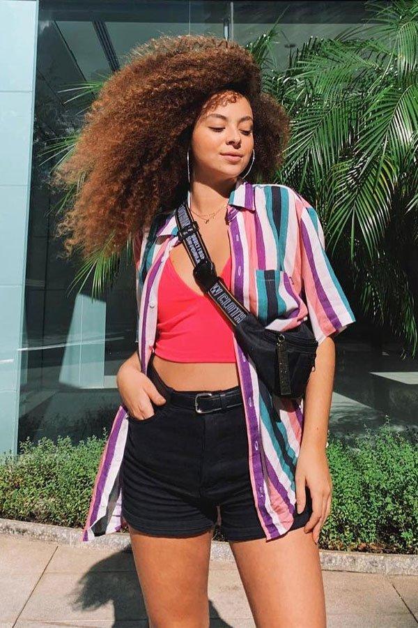 Julia Rodrigues - camisa e short - camisa de manga curta - meia-estação - street style