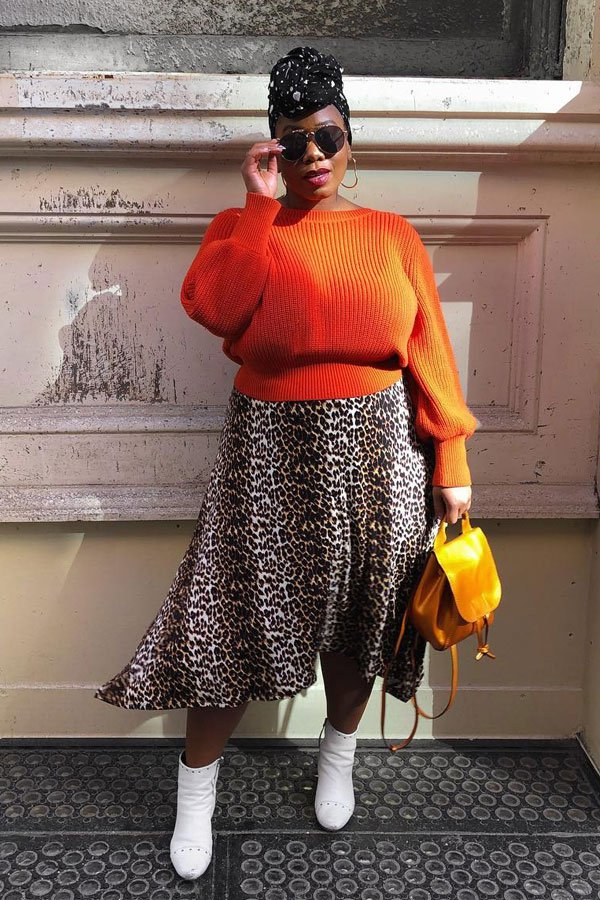 Kelly Augustine - saia midi de onça e suéter - saia midi e suéter - inverno - street style