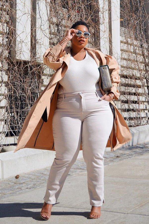 Kelly Augustine - trench coat e jeans branco - jeans branco - meia-estação - street style
