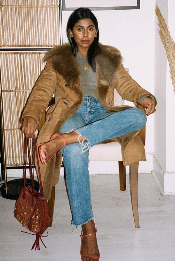 Monikh Dale - camiseta cinza e casaco - básicos - inverno - street style