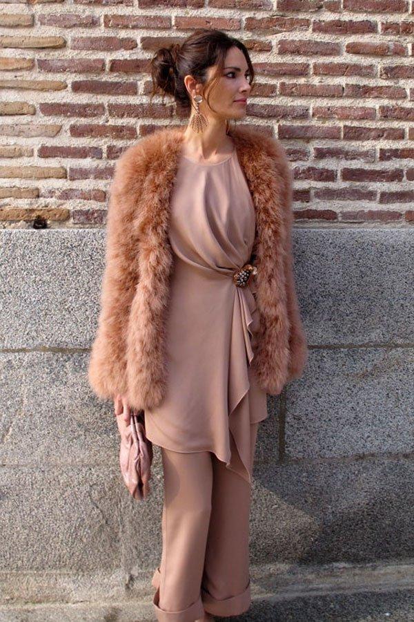 reprodução pinterest - conjunto e casaco de pele - vestidos no inverno - inverno - street style
