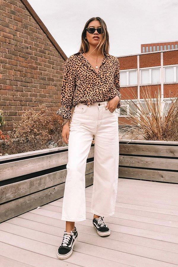 Yanin Namasonthi - camisa animal print e jeans branco - jeans branco - meia-estação - street style