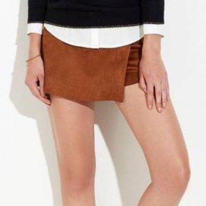 Shorts Saia Em Tecido De Suede